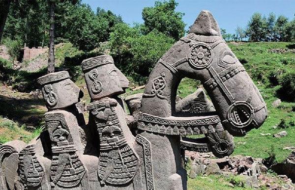 Уникальная находка — в Гималаях найдено древнее каменное войско