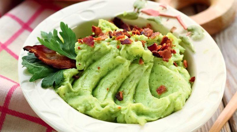Картофельное пюре с зеленью, чесноком и беконом