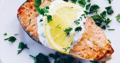 Запеченный лимонный лосось со сливочным соусом