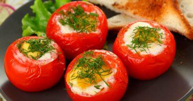 Яичница в помидорах