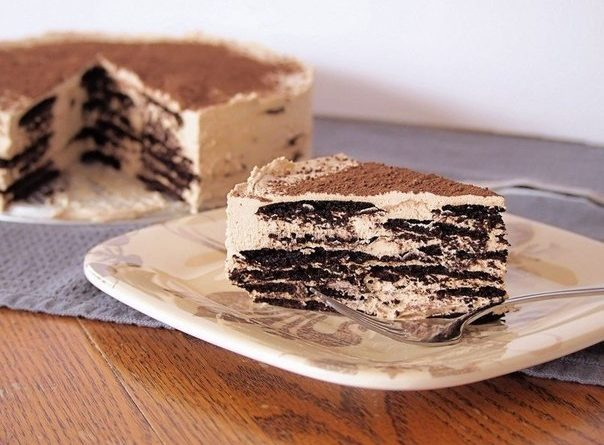 Кофейный десерт из вафель и крема