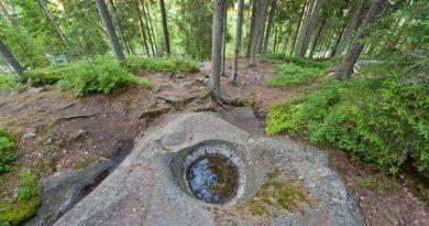 Исполинские шары в колодцах, шаманские лабиринты и другие каменные чудеса Финляндии