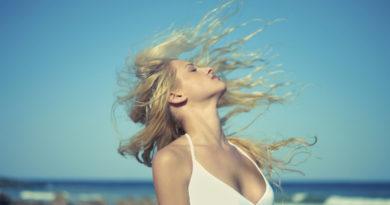 Секреты летнего ухода за волосами