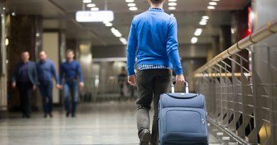 И тащить тяжело, и бросить жалко: как не переплачивать за багаж