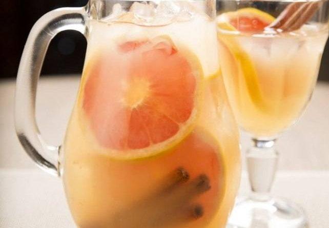 Грейпфрутовый лимонад с корицей