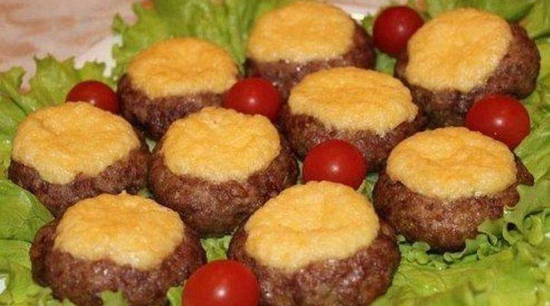 """Мясные """"ватрушки"""" - быстрый ужин"""