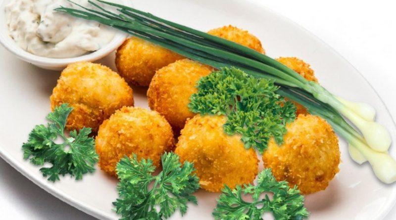 Сырные шарики в чипсах.