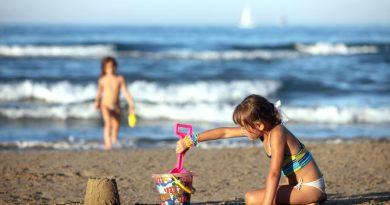 Куда поехать с детьми в августе на море
