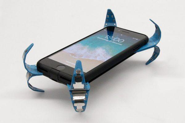 Студент-инженер создал чехол с подушкой безопасности для смартфона