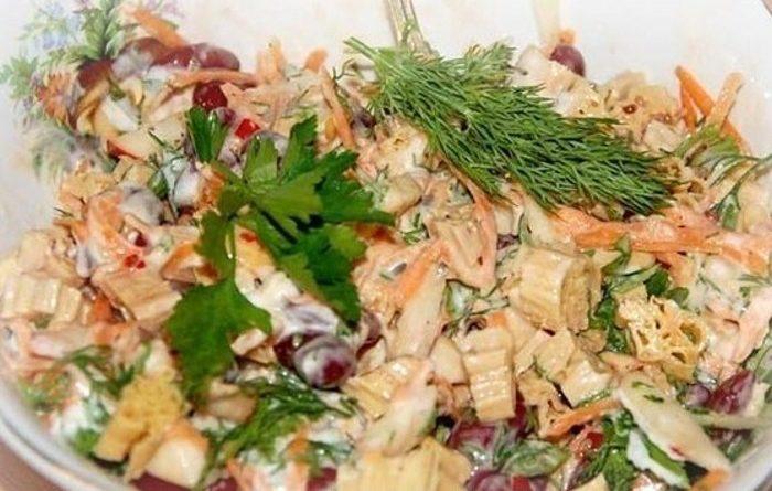 Индийский салат с фасолью и спаржей