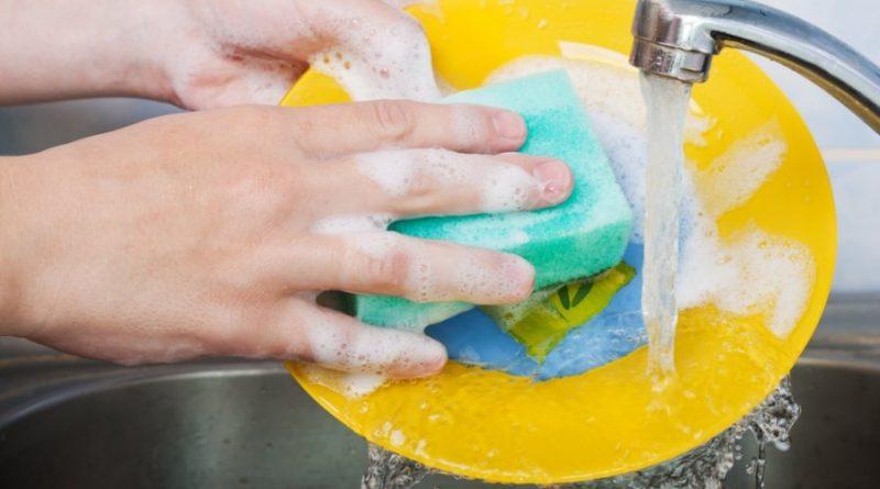 Могут ли быть опасны моющие средства для посуды?