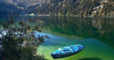 Голубое озеро, в котором нельзя купаться