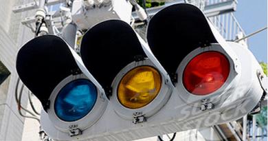Почему в Японии синие, а не зеленые сигналы светофора?