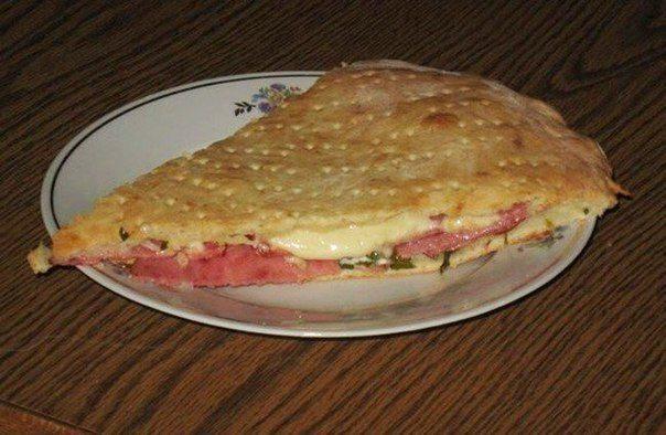Пирог с творогом, сыром и салями («Кальцоне»)