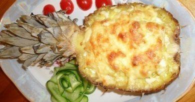 Мясо, запеченное в ананасе