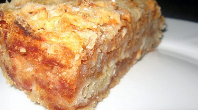 Сыпучий и очень вкусный пирог с яблоками