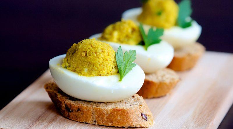 Яйца, фаршированные рыбой