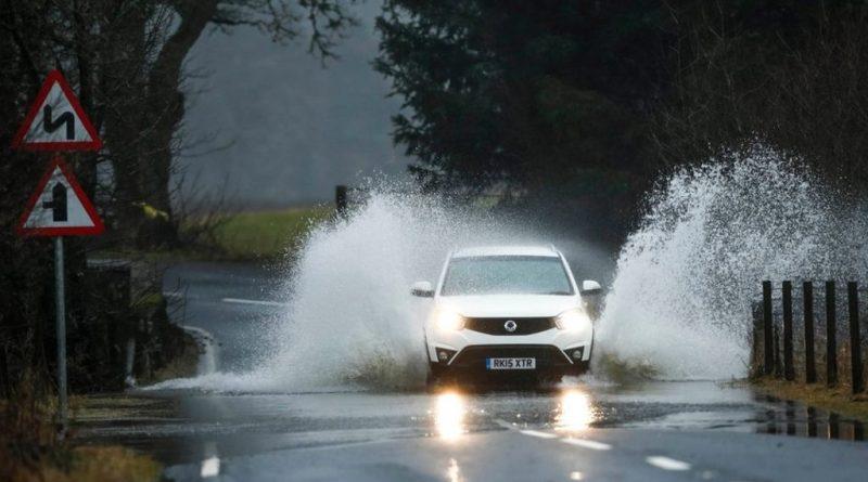 Как избежать ДТП на мокрой дороге?
