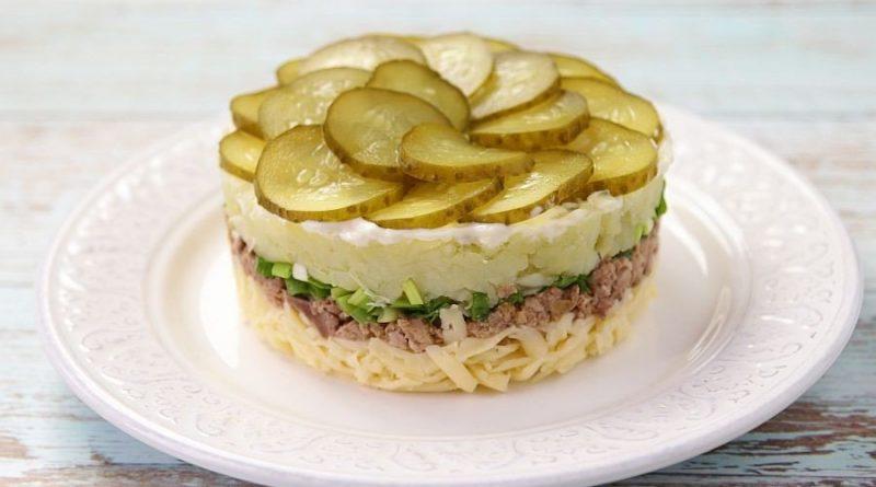 Слоёный салат с печенью трески