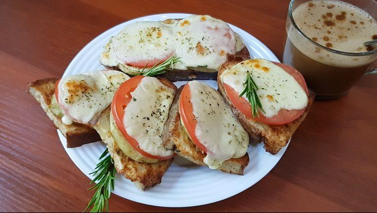 Горячие бутерброды с баклажанами: классика закусочного жанра
