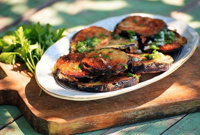 Консервированные баклажаны по-грузински с ореховым соусом