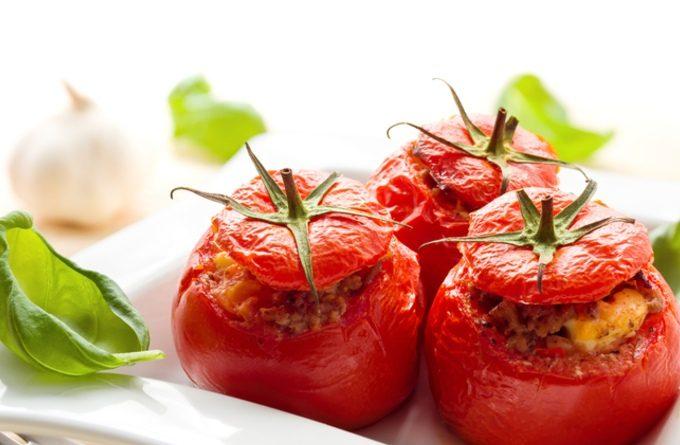 На скорую руку: фаршированные помидоры в микроволновке