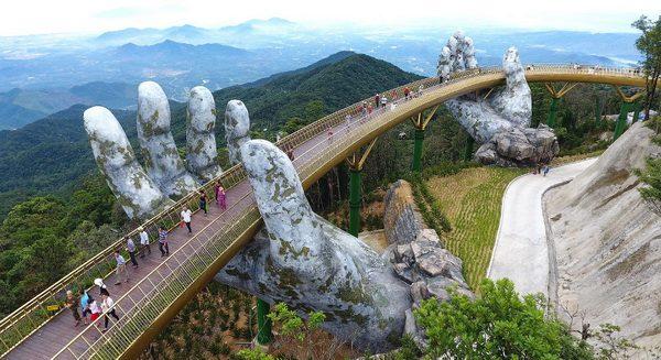 «Золотой мост» во Вьетнаме покоряет сердца тысяч туристов