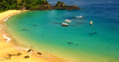 10 самых красивых пляжей в скалах