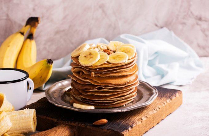 Крутая идея для завтрака: панкейки с бананом