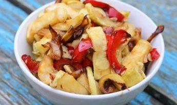 Тёплый салат с кабачками и сладким перцем
