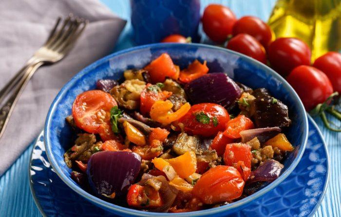 Салат из жаренных овощей с уксусом