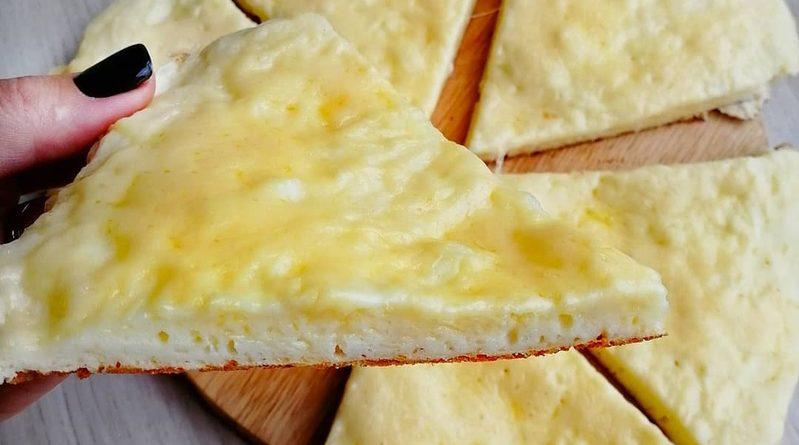 Простая и вкусная сырная лепешка