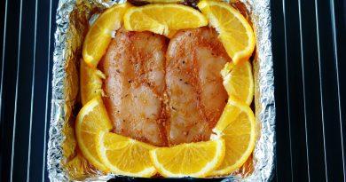 Запеченная куриная грудка с апельсином в фольге