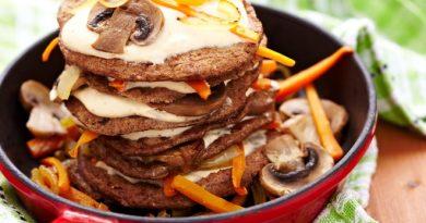 Печеночные оладьи: рецепт с грибным соусом