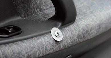 Как избавиться от скрипа пластика в салоне автомобиля?