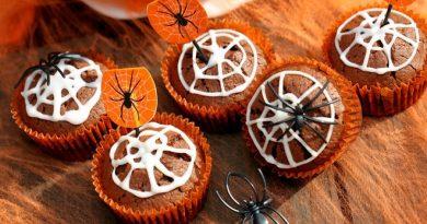 Как сделать десерты на Хэллоуин: рецепт кексов «Паутинка»
