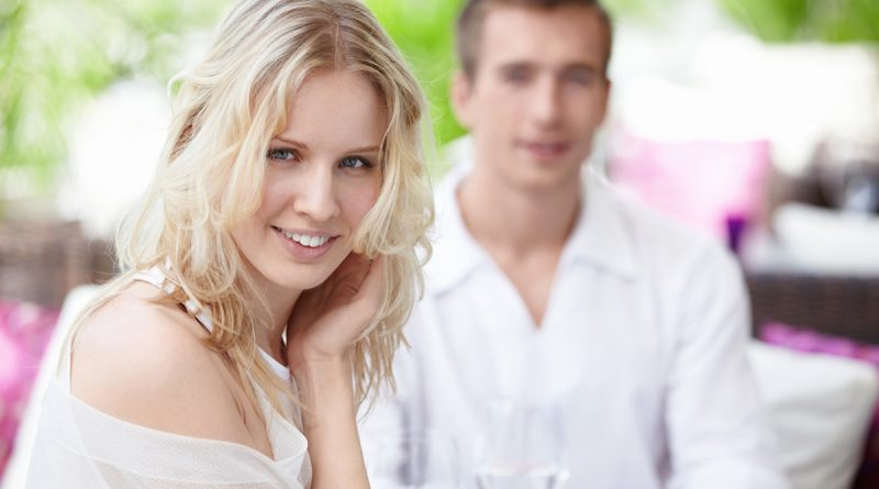 Как привлечь к себе внимание мужчины?