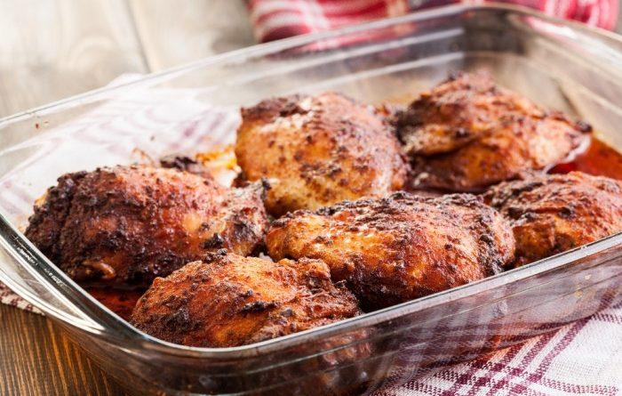 Запеченные куриные бедра в томате