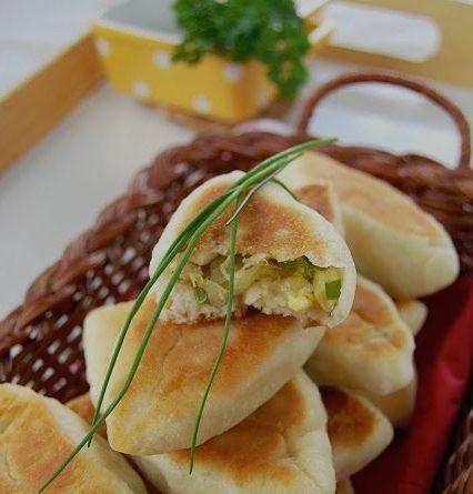 Рецепт румяных пирожков с грибами и капустой