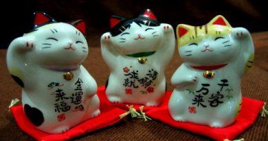 Япония. Манеки-неко – кот, который приносит удачу