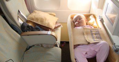 Авиапутешественники поделились опытом комфортного перелета с детьми