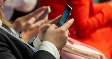 Названа опасность при падении смартфонов на борту самолёта