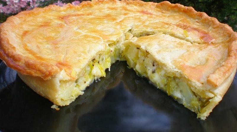 Ароматный пирог с сыром и луком