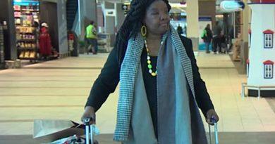 Чернокожую женщину не пустили на борт из-за прыщей на лице