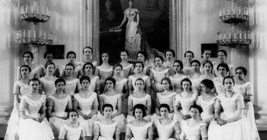 Воспитательное общество благородных девиц