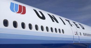 Пассажиру показалось, что перепутал рейс, и покинул самолёт через аварийный выход