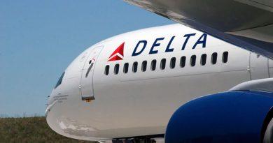 В попытке ворваться в кабину пилота пассажир авиакомпании ранил трех человек