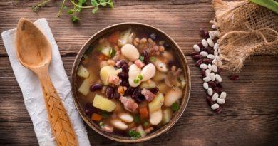 Фасолевый суп с беконом