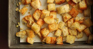 Хрустящие гренки из белого хлеба с чесноком
