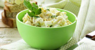 Яичный салат с горчицей